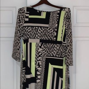 This large size brightly colored top is in great!